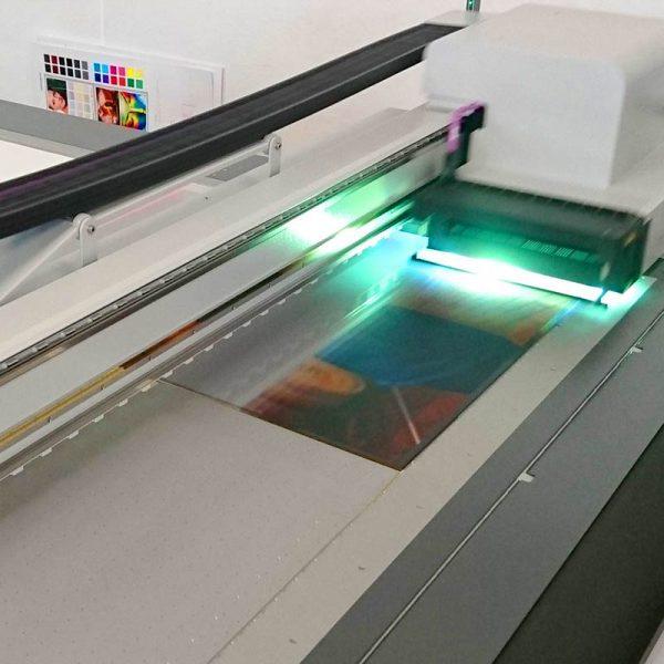 UV-Flachbettdrucker